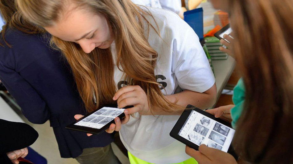 Students Should Use The Latest Technology and Its Accessories