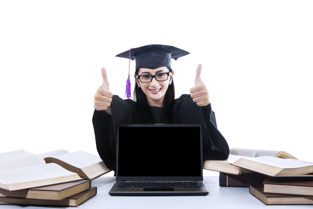 4 Pros to Pursuing An Online Degree