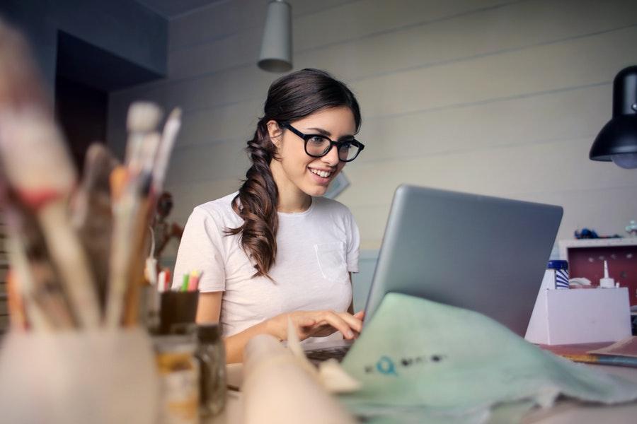 girl on the laptop build portfolio