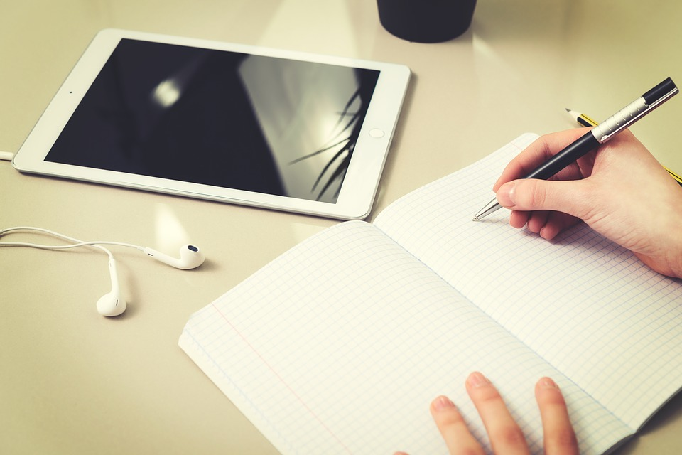 Writing Lyrics to Your New Song – Simple Ideas to Help You Push Through