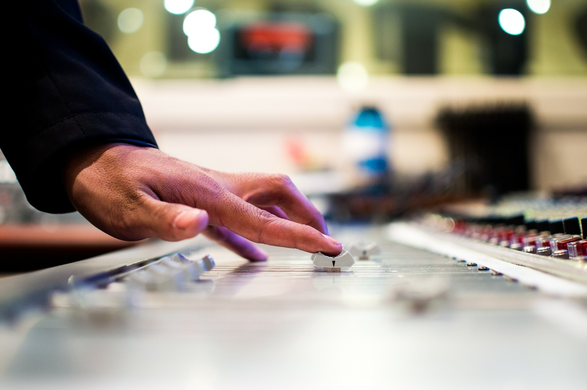 Becoming a DJ – What You Need to Know